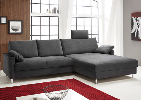 Dreisitzer-Sofa mit breitem Liegeelement, Nackenstütze und Kissen in anthrazit