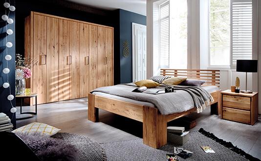 Bett aus Naturholz massiv und Kleiderschrank - neu im Möbelgeschäft Scan Life (bei Rosenheim)