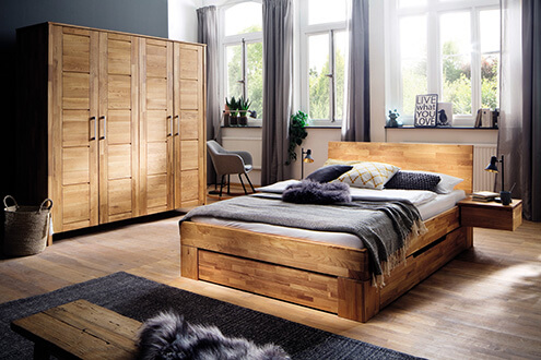 Doppelbett in Komforthöhe mit Schubläden und Nachtkonsole sowie Kleiderschrank in Wildeiche geölt massiv - neu bei Scan Life bei Rosenheim