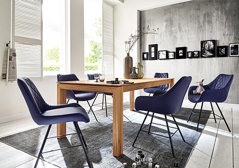 Esstisch aus Massivholz (Kernbuche) mit Retro-Schalenstühlen - neu im Möbelgeschäft Scan Life in Kolbermoor